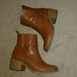 Tan ankle boots size 6.5